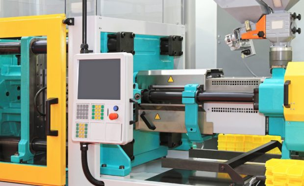 Injection moulding machine for plastic parts production